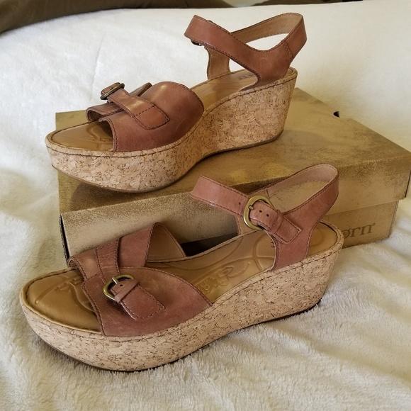 46e403b2531aef Born Shoes - EUC Born Brissa Sandals in Tan